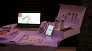 Un coffret cosmétique fonctionnant avec des objets connectés.