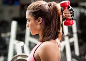 Dédiés aux sportifs, ces écouteurs connectés révolutionnent le quantified self et le digital dans la société de consommation.