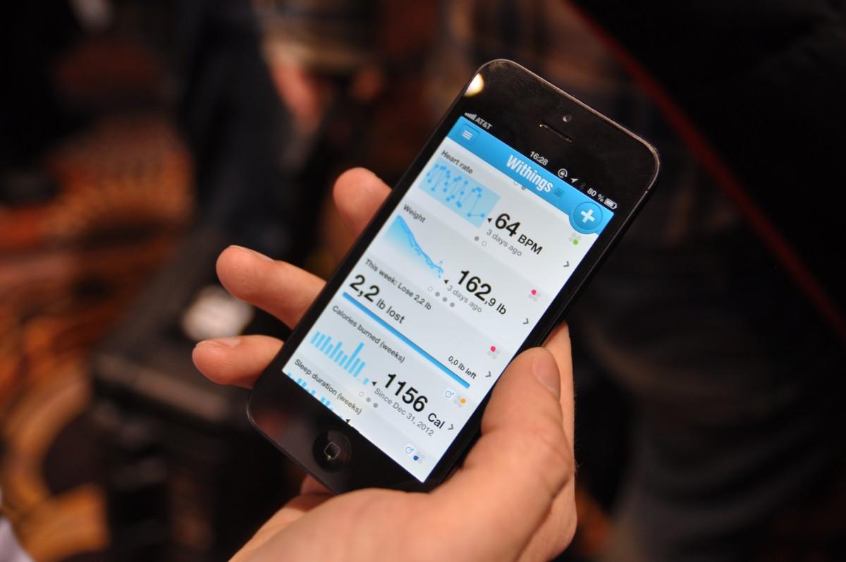 digital societe consommation balance smartphone